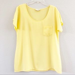 Zenana Outfitters Yellow Top. Size Small.